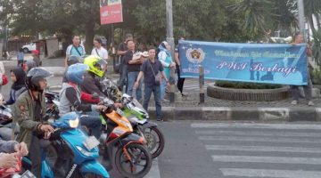PWI-Kota-Bandung-Bagi-bagi-Takjil-Lagi-2