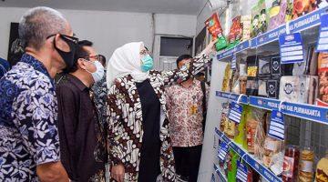 Bupati Purwakarta, Hj. Anne Ratna Mustika, SE (pakai masker hijau)