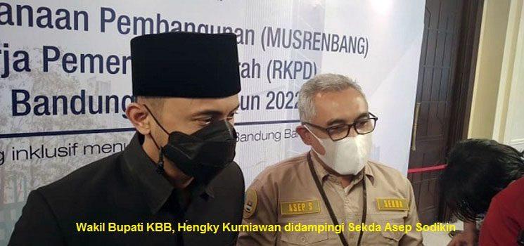Wakil Bupati KBB, Hengky Kurniawan didampingi Sekda Asep Sodikin